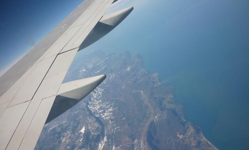Российский авиалайнер перед исчезновением с экранов радаров резко снизил высоту