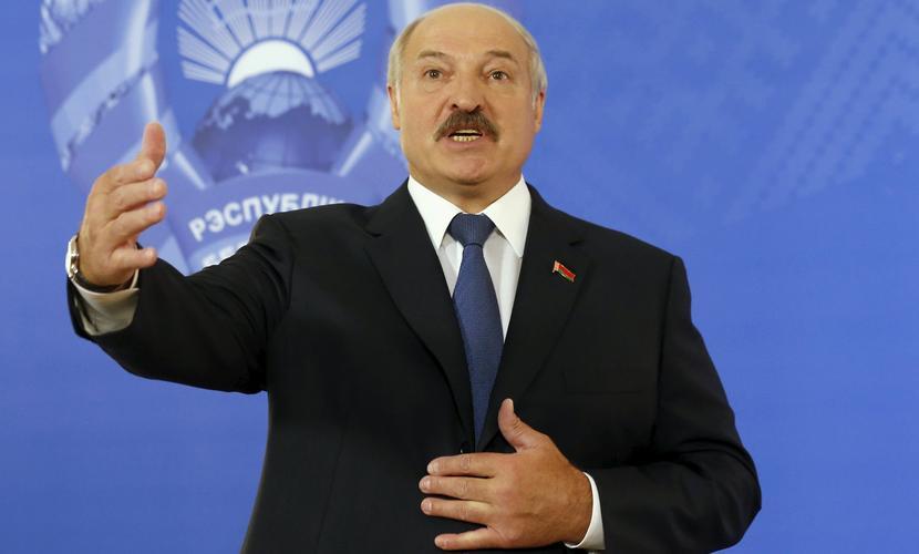 Лукашенко возмутила Алексиевич, которая вылила «ушаты грязи» на него, Белоруссию и Путина