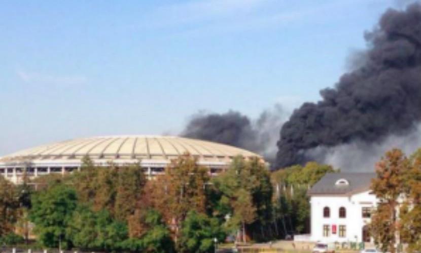Стадион «Лужники» охватил пожар