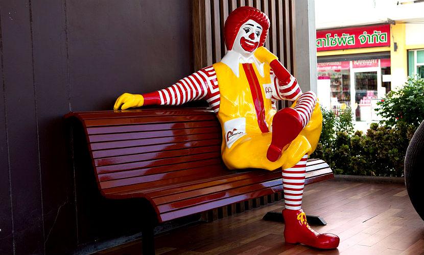 Безголовая статуя клоуна Макдональда испугала детей в США