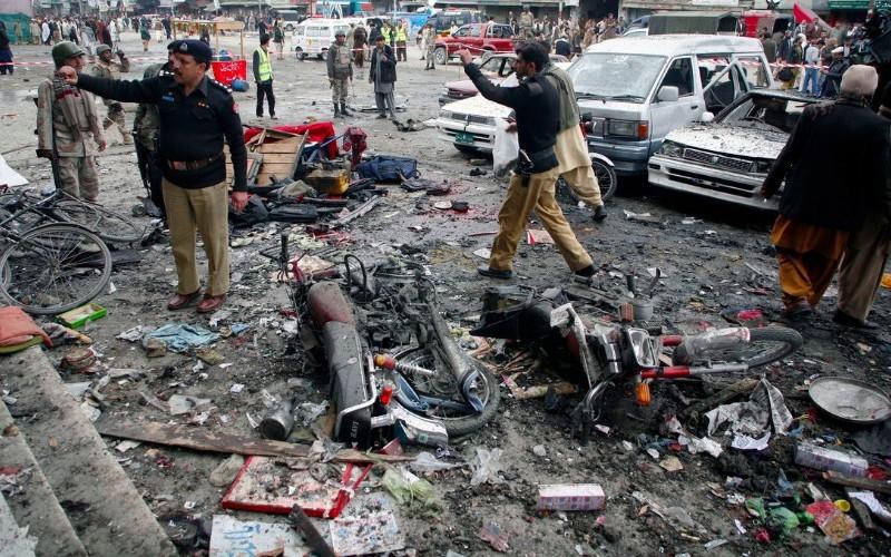 Смертник устроил теракт в Пакистане, погибло 16 человек