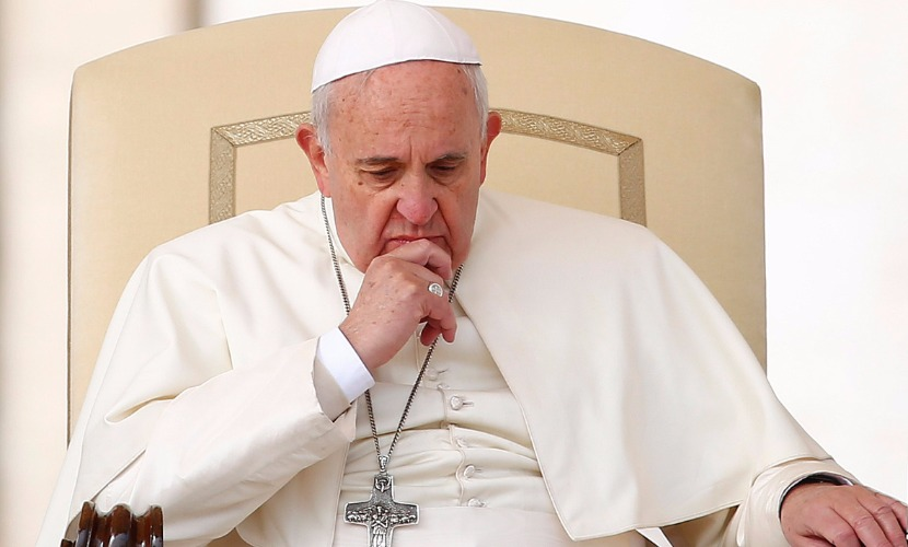 Папа Римский попросил прощения от имени Церкви за скандалы в Риме и Ватикане