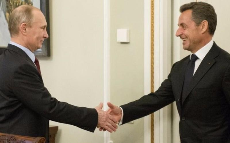 Путин обрадовался встрече с Саркози после годичной разлуки и обратился к нему на