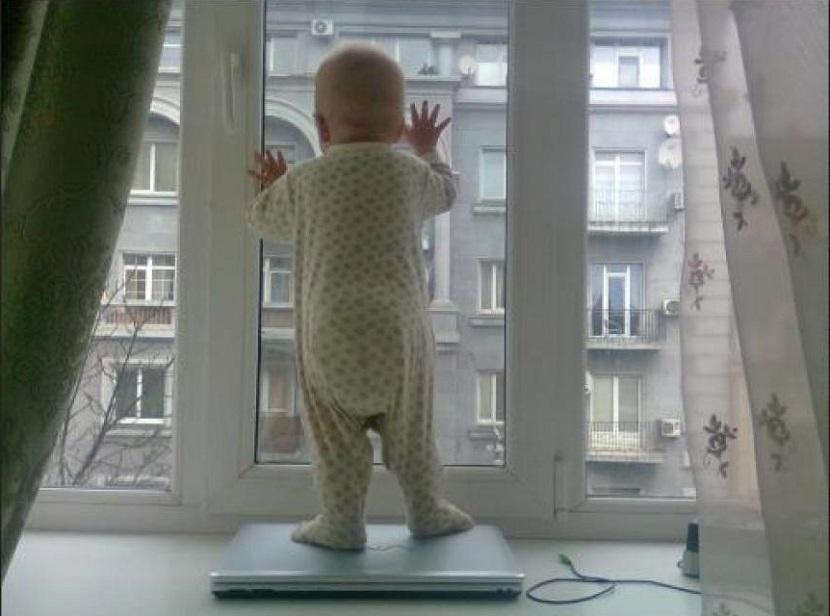 В Воронежской области погиб годовалый малыш, попав в западню из штор