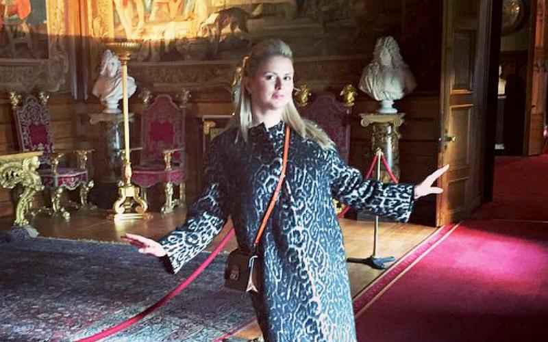 Блондинка Анна Семенович почувствовала себя принцессой в английском замке
