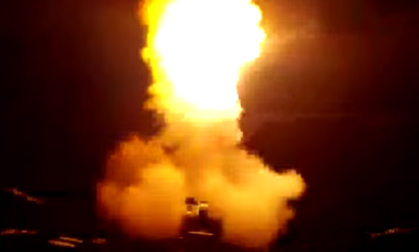 Опубликовано видео мощного удара кораблей ВМФ по объектам ИГ в Сирии
