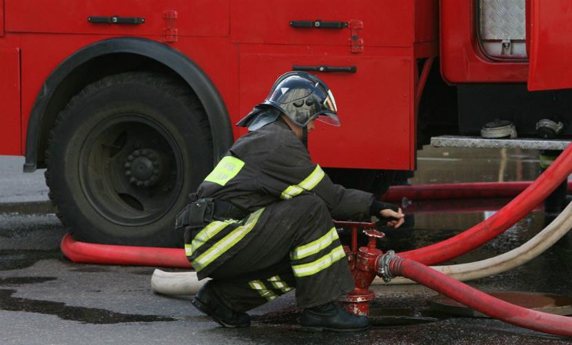 Спасатели эвакуировали больных с двух этажей больницы в Благовещенске из-за пожара