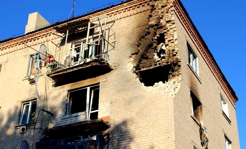 Взрывы боеприпасов в Сватово вынудили силовиков эвакуировать население и перебросить танки