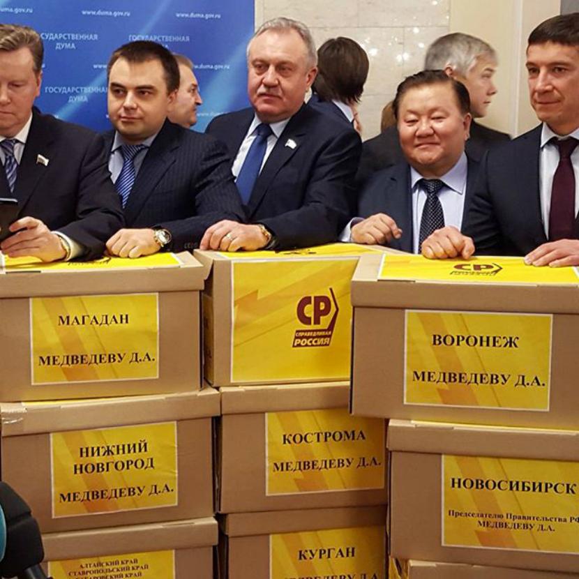 «Наспех сколоченное объединение»: власть нашла способ «задавить» коммунистов новой тройной партией