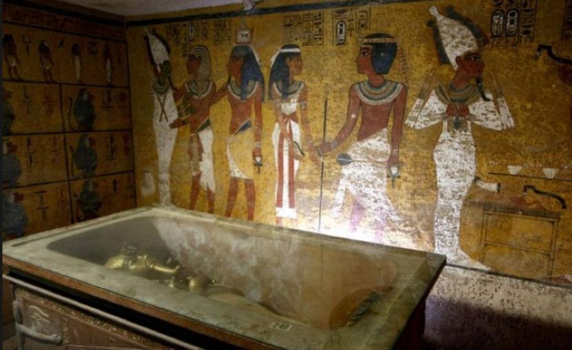 В гробнице Тутанхамона обнаружена комната Нефертити, - ученые