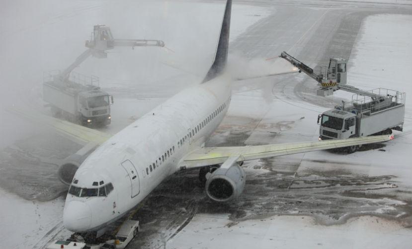 Работа аэропортов Москвы нарушена из-за сильного снегопада