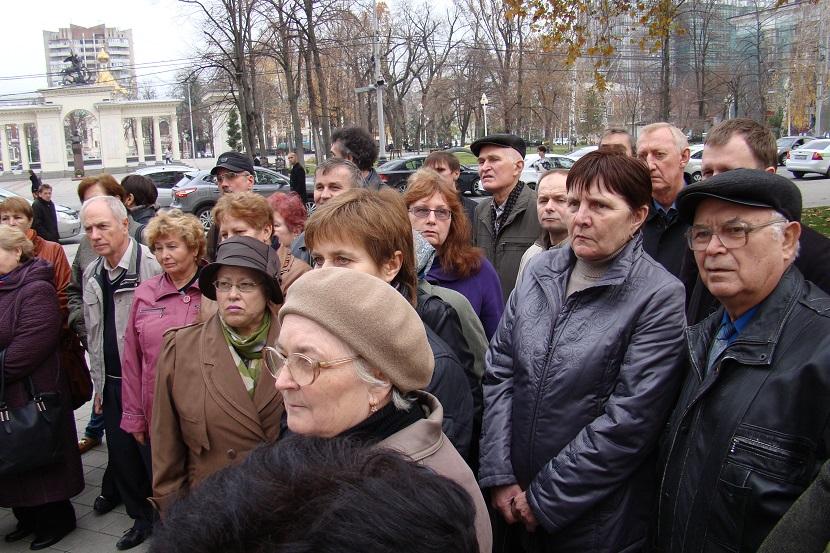 Рабочие в очередной раз пришли требовать зарплату к губернатору Краснодарского края