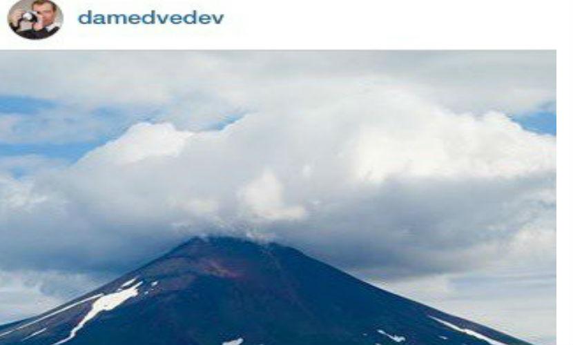 Премьер поздравил россиян открыткой с видом горы