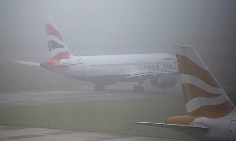 Полсотни рейсов отменили из-за лондонского тумана