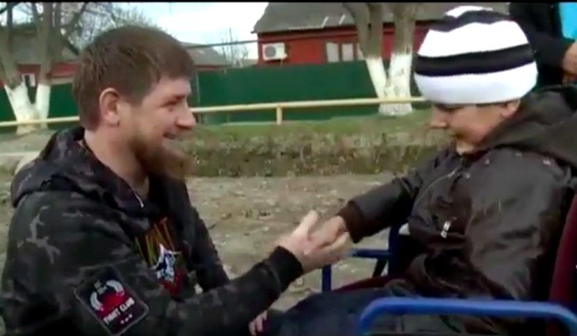 Глава Чечни оказал помощь мальчику-инвалиду из Гудермеса