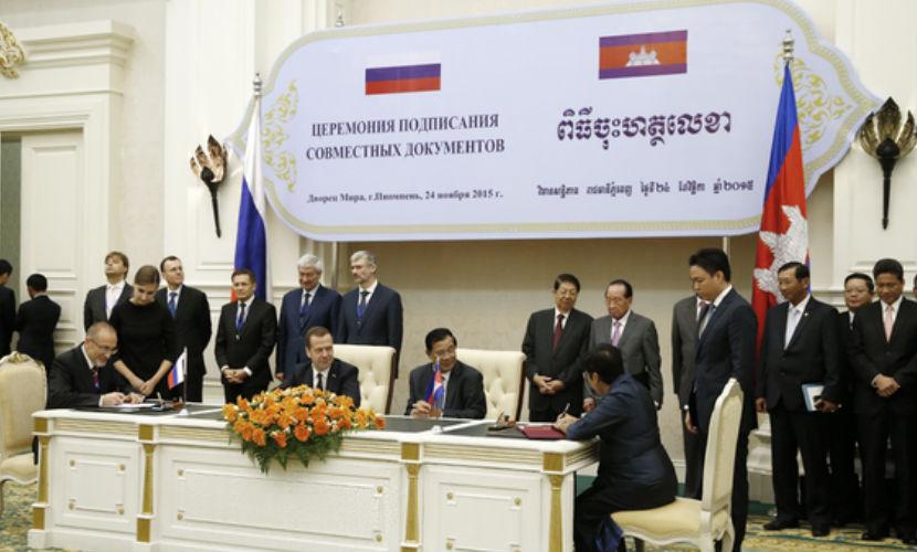 Медведев в Камбодже начал кампанию по выборам в президенты
