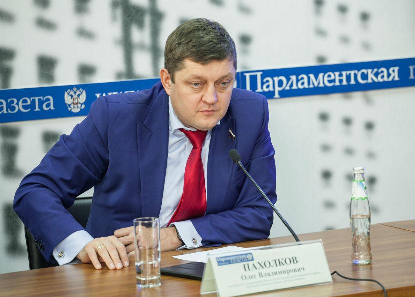 Депутат Госдумы Олег Пахолков уверен, что действиями украинских националистов управляют внешние силы