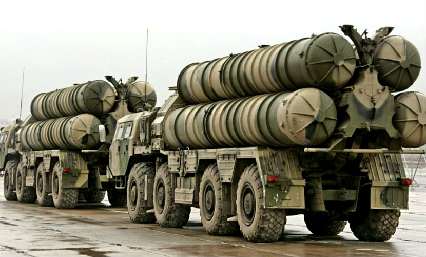 Россия начала поставки С-300 в Иран в день визита Путина в республику