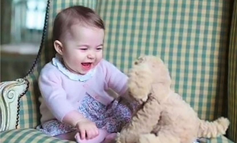 В Великобритании опубликованы фото полугодовалой принцессы Шарлотты