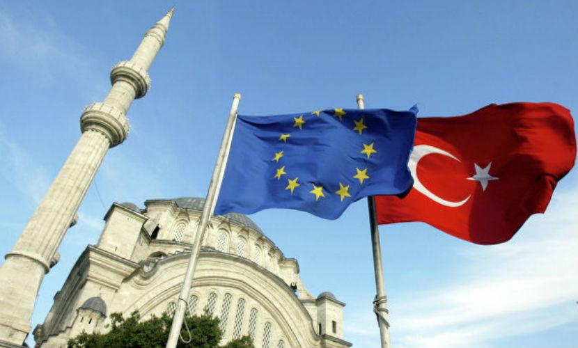 Брюссель потребовал от Турции заблокировать границы не только с Сирией, но и с ЕС