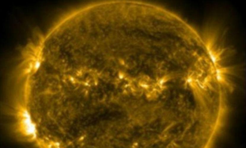 NASA показало всю мелочь на Солнце