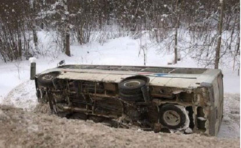 Автобус опрокинулся в Забайкалье по вине уснувшего за рулем водителя