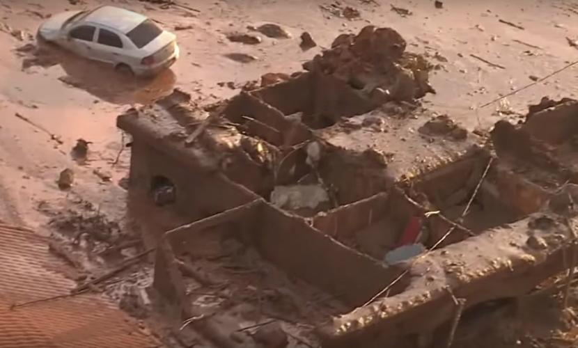 Мариану затопило в результате прорыва дамбы, 15 человек погибли