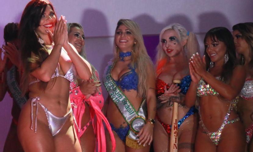 Самой сексуальной «натуральной» попкой Бразилии-2015 стала брюнетка Сьюзи