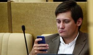 «Яблоку» упасть негде: Дмитрий Гудков пытается попасть в новую Госдуму
