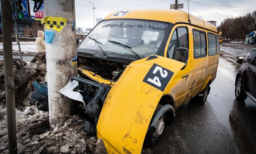 Маршрутка с пассажирами попала в ДТП в Новосибирске, есть пострадавшие
