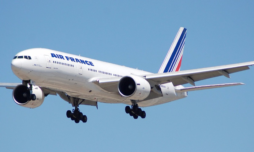 Boeing компании Air France вернулся в аэропорт Парижа через полчаса после взлета