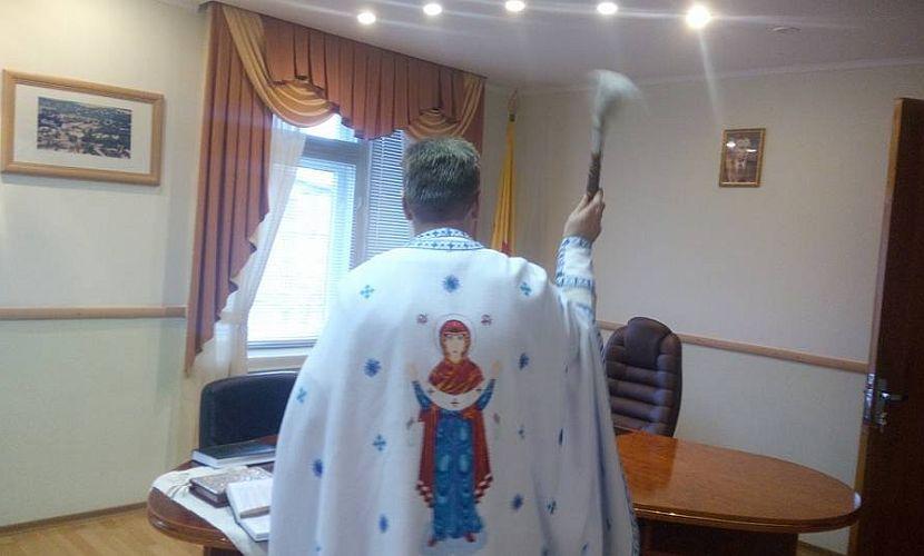 Новый мэр Конотопа променял президента Порошенко на националиста Бандеру