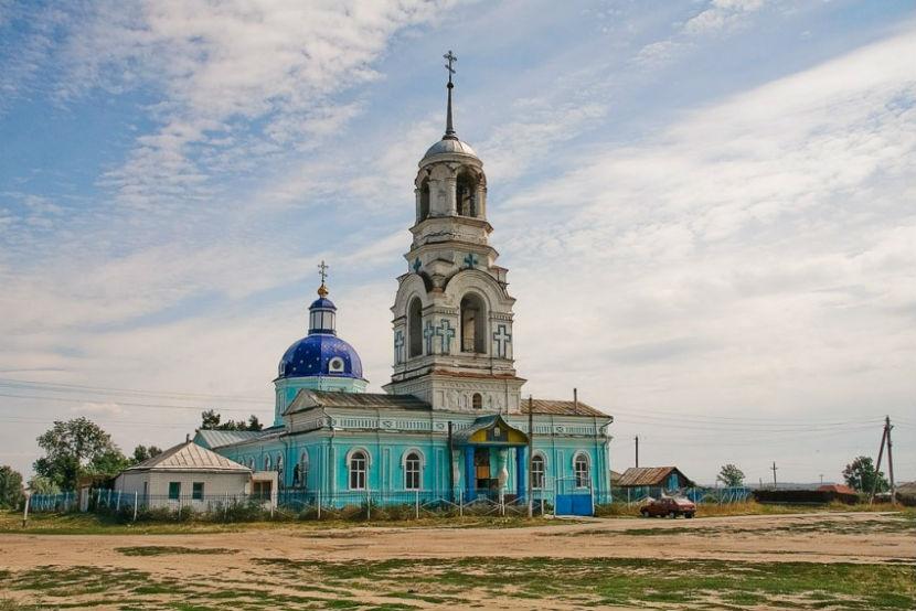 Гастарбайтер убил православного священника в храме за автомобиль