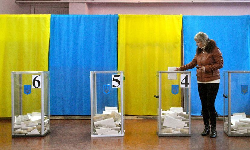 В Киеве глава избирательной комиссии явилась на выборы пьяной и лишилась работы