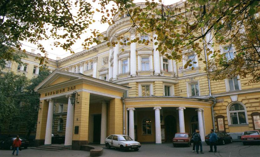 Мужчина погиб при обрушении стены московской Консерватории
