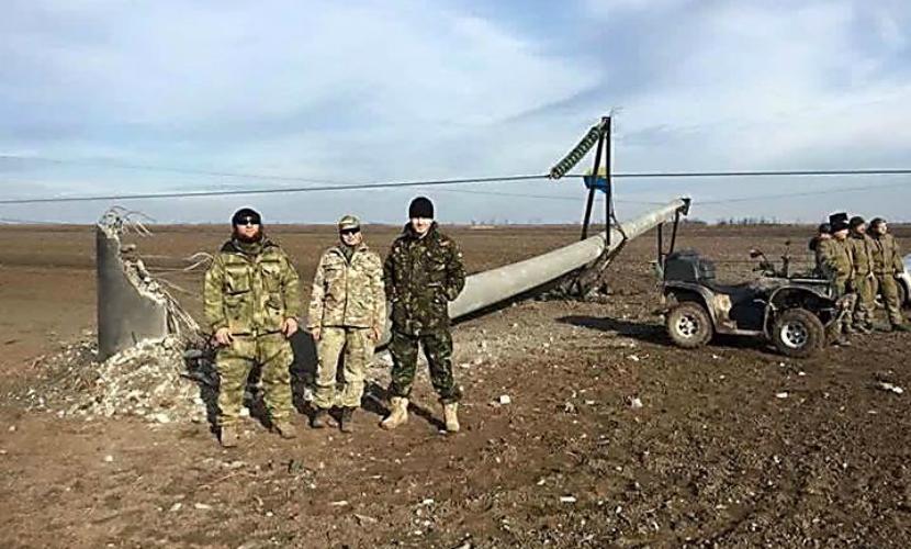 Экстремисты оставили Крым без электричества, взорвав опоры ЛЭП