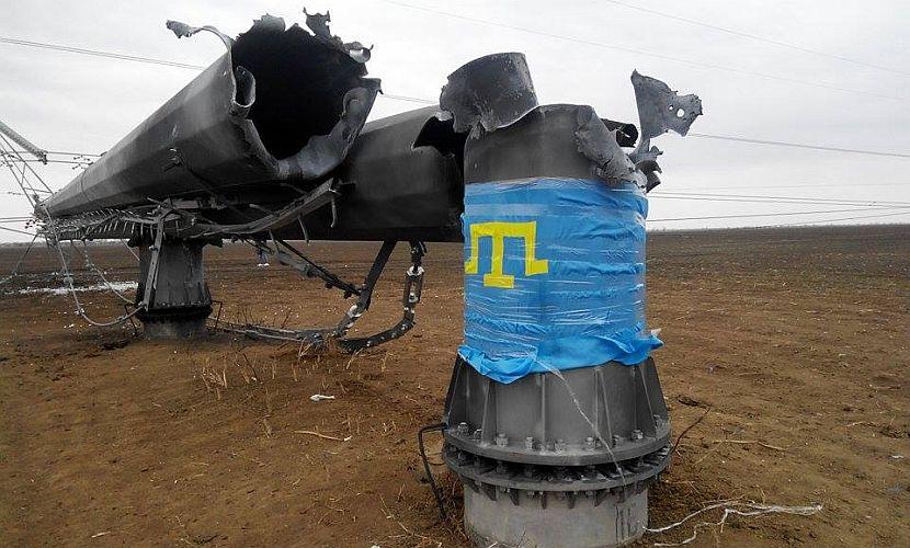 Украинские экстремисты заявили, что опоры ЛЭП упали сами - от ветра