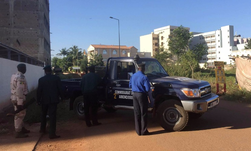"""Отель в Мали захватили 10 вооруженных людей кричавших """"Аллах акбар"""""""