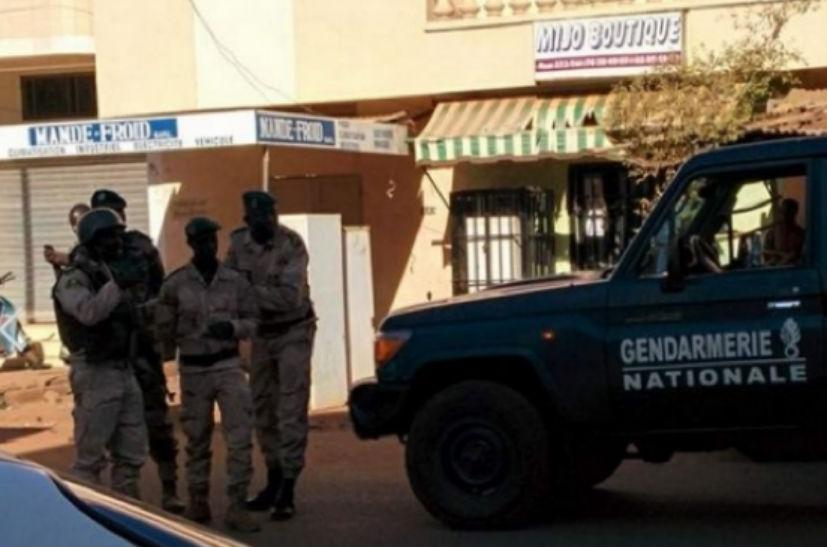 Заложники отеля в Мали освобождены, убиты 27 человек