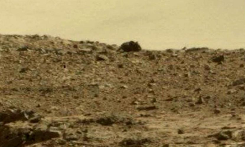 Известный уфолог увидел наснимках Марса гигантского монстра