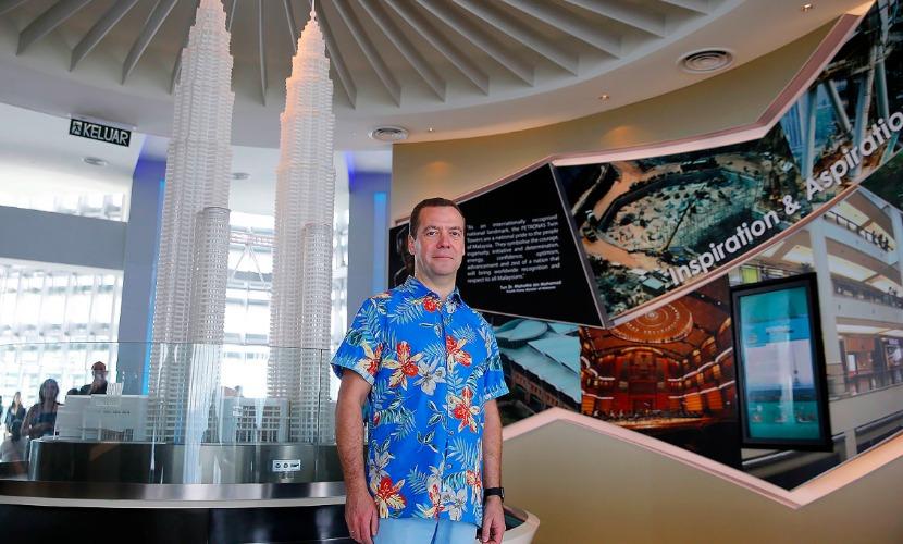 Медведев активно использовал в Малайзии любимые девайсы