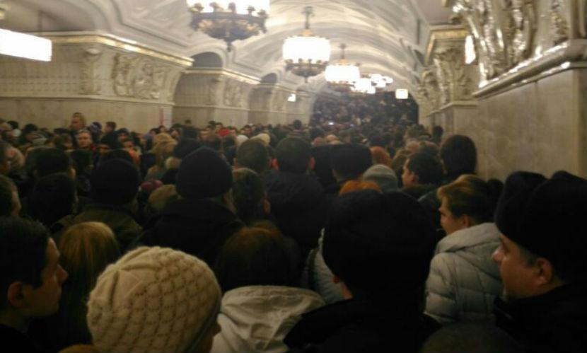 В московском метро образовались огромные толпы