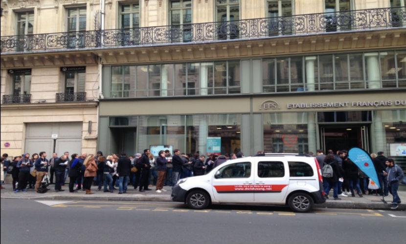 Тысячи парижан сдают кровь для пострадавших в терактах