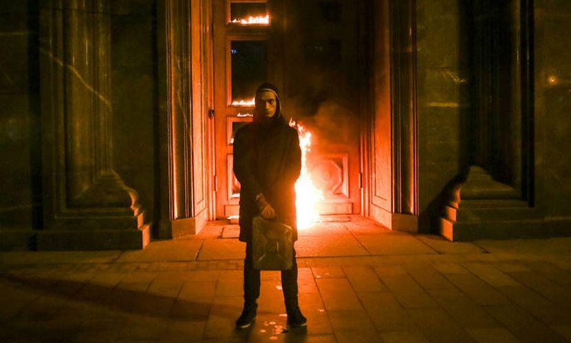 Поджигателя здания ФСБ Павленского в полиции признали вандалом, а не террористом