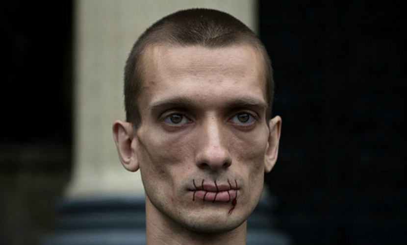 Художника Павленского задержали в Москве за попытку поджечь здание ФСБ