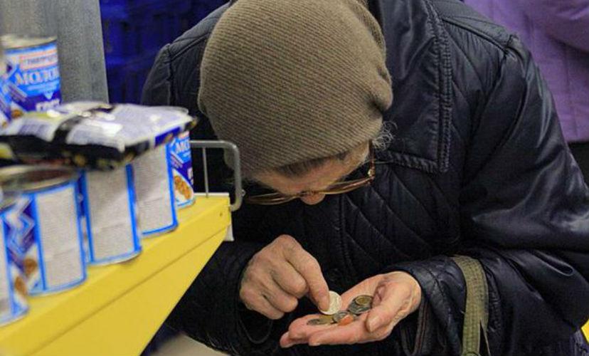 Российские пенсионеры работают из-за нехватки денег и привычки, - социологи