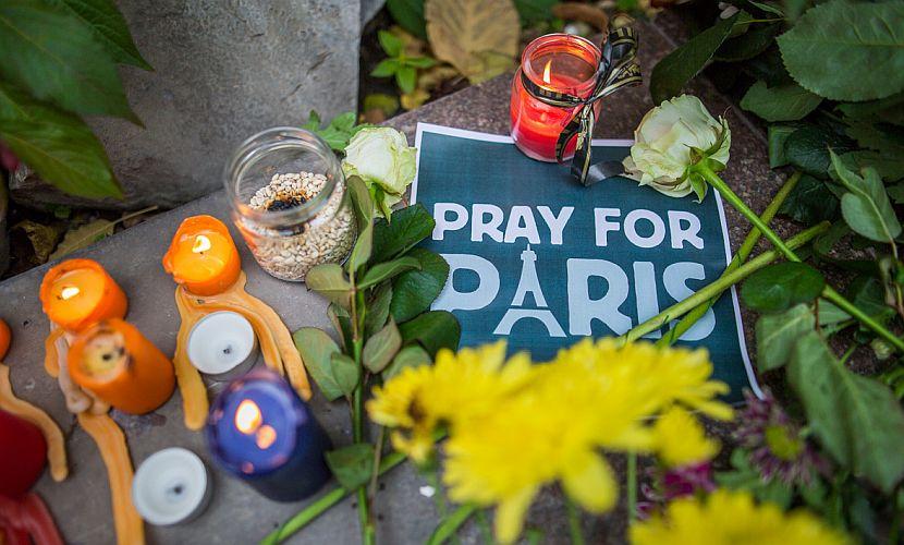 Парижская полиция временно запретила продавать и перевозить пиротехнику