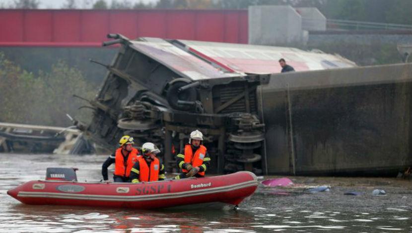 Число жертв во время крушения поезда во Франции возросло до 10 человек