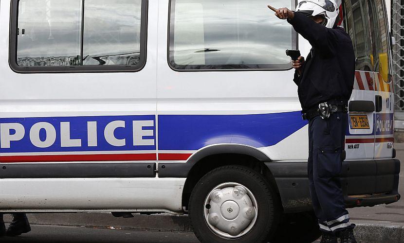 Парижане снова услышали выстрелы, и есть подозрение на захват заложников