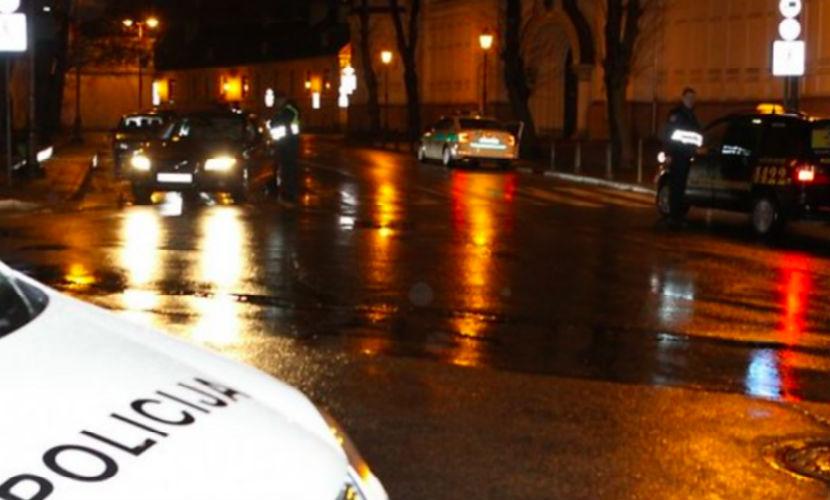Переполох в Литве: псих отобрал у полицейских автомат и разгуливает по городу